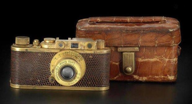 Leica Luxus II Foto Bonhams - Leica Luxus II: Seltenste Kamera der Welt kommt unter den Hammer
