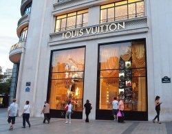 Louis Vuitton by wikimedia zoetnet - Louis Vuitton: Nicolas Ghesquière folgt auf Marc Jacobs
