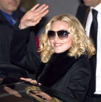 Madonna by wikimedia César - Auktion: Madonna versteigert private und berufliche Erinnerungsstücke