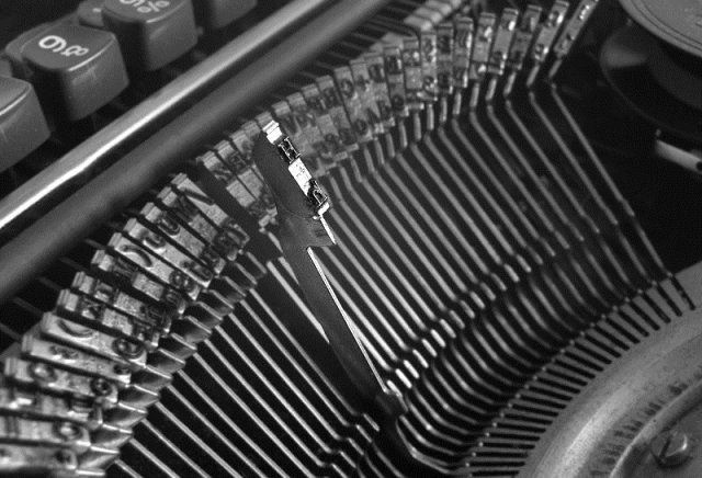 Schreibmaschine by wikimedia Pavel Krok - Shout-Outs: Die Blogger-Woche