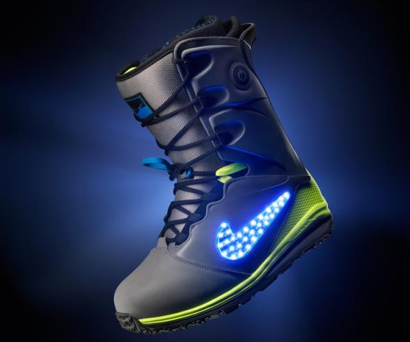 Bildschirmfoto 2013 12 19 um 17.44.59 - Leuchtende Schneeboots von Nike