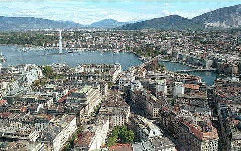 Genf by wikimedia MadGeographer - Rue du Rhône in Genf: Luxus-Shopping par excellence