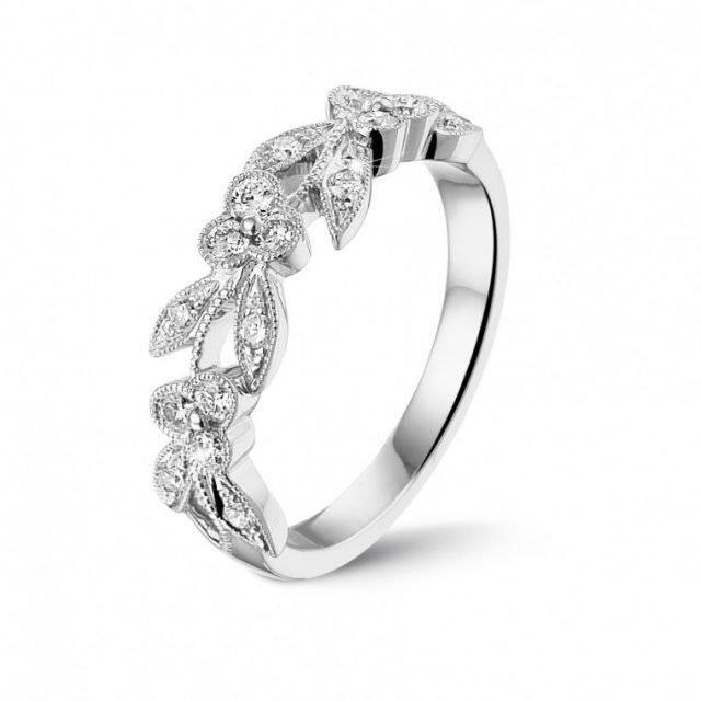 memoire hochzeitsring diamanten mit kleinen blattern aus weissgold mit runden diamanten 640x640 - Blumen-Designer entwirft Weihnachtskranz für 3,35 Millionen Euro