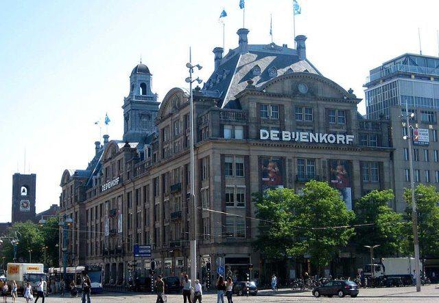 De Bijenkorf Quelle Wikimedia - De Bijenkorf: Luxuskaufhaus in Amsterdam