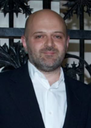 Hussein Chalayan cc by wikimedia L P NY Fashion - Vionnet: Demi-Couture-Linie von Hussein Chalayan