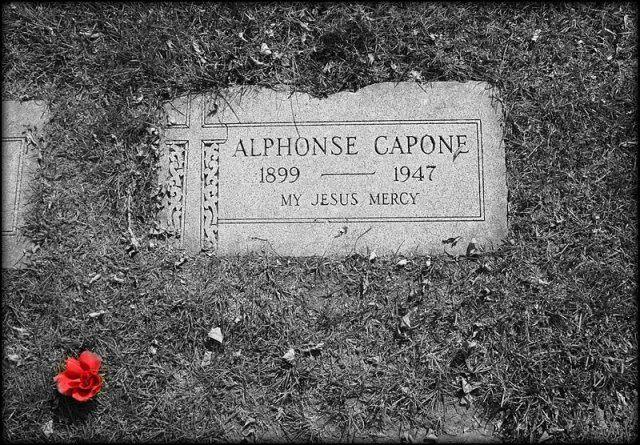 Al Capones grave cc by wikimedia Abalg - Miami Beach: Villa von Al Capone kommt unter den Hammer
