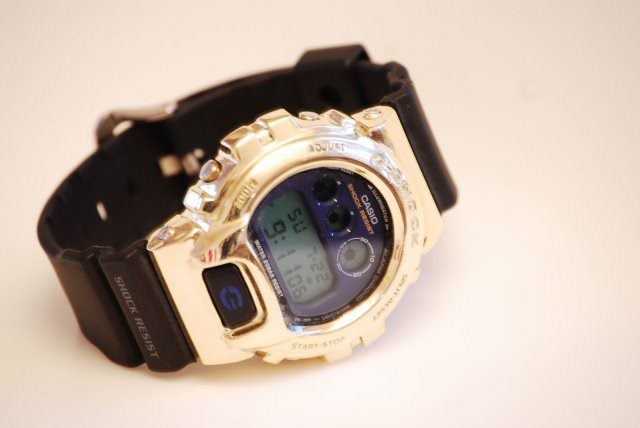 "Art is the Alibi Foto Art is the Alibi Casio - ""Art is the Alibi"": Casio G-Shock aus purem Gold"