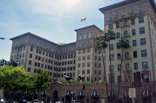 Beverly Wilshire cc by wikimedia Minnaert - Beverly Wilshire Hotel: Luxushotel der Stars am Rodeo Drive