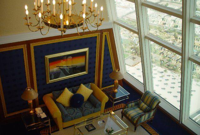 Burjalarab cc by wikimedia Wofratz - Reise zu den 10 teuersten Hotelsuiten der Welt