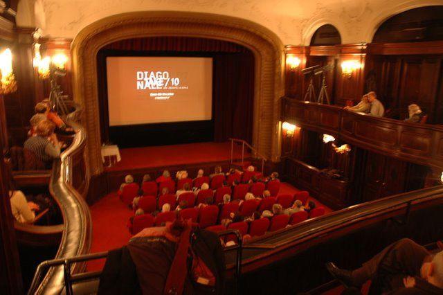 Kino by wikimedia Otto Normalverbraucher - Luxus-Kinos liegen weiter im Trend