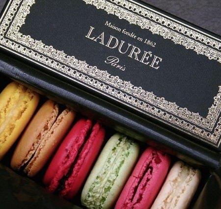 Ladurée Macaron cc by wikimedia, Louis Beche