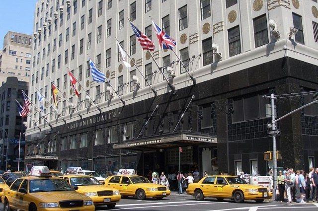 Bloomingdales cc by wikimedia Coolcaesar - Bloomingdale's in New York: Luxusshopping und legendäre Einkaufstüten
