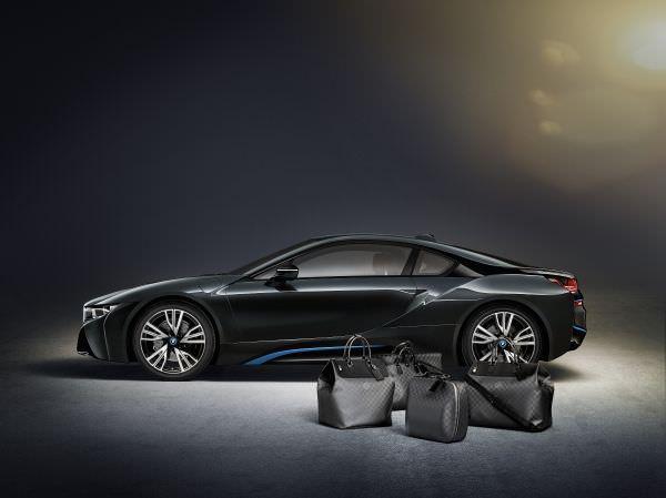 Maßgeschneiderte Gepäckserie von Louis Vuitton für den BMW i8 aus Carbon 1 - Louis Vuitton: Maßgeschneidertes Reiseset für den BMW i8