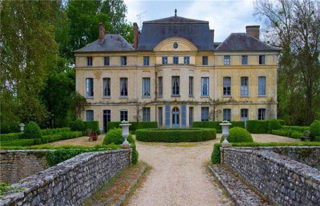 Catherine Deneuve Schloss Foto sothebysrealty com - Catherine Deneuve verkauft ihr Schloss in Frankreich