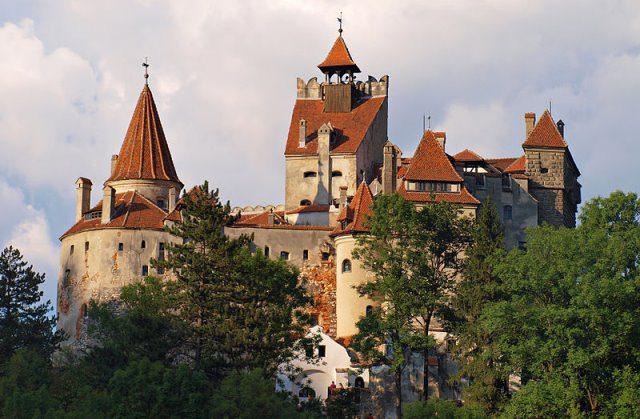 Schloss Bran cc by wikimedia Todor Bozhinov - Schloss Bran: Dracula-Schloss in Rumänien wird verkauft