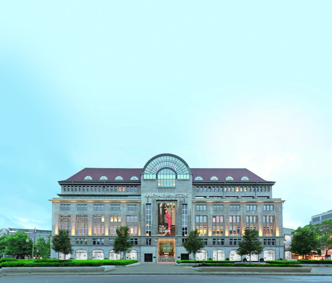 KaDeWe Berlin Fassade Wittenbergplatz Kaufhaus 1080x921 - Neuer Karstadt-Eigner plant weitere Luxuskaufhäuser nach KaDeWe-Vorbild