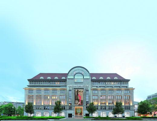 KaDeWe Berlin Fassade Wittenbergplatz Kaufhaus 520x400 - Neuer Karstadt-Eigner plant weitere Luxuskaufhäuser nach KaDeWe-Vorbild