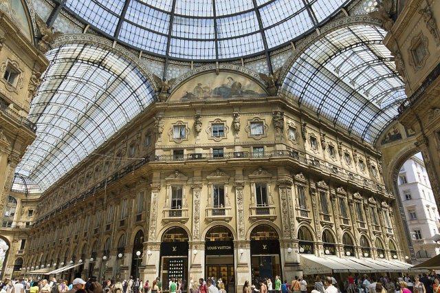 Milan Galerie Vittorio Emanuele cc by wikimedia Jean Christophe BENOIST - Metropolen haben beim Luxusmodemarkt auch in Zukunft die Nase vorne