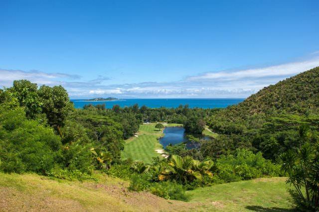 01 Seychellen © Constance Lemuria Resort 640x426 - Die schönsten tropischen Golfplätze in der Sonne