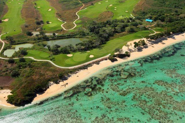 05 Fidschi © Natadola Bay HeliView 640x426 - Die schönsten tropischen Golfplätze in der Sonne