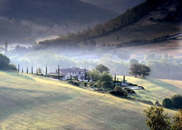 Brusceto aussen2 640x456 - Kunst im Luxusanwesen - neue Ausstellung im Castello di Reschio