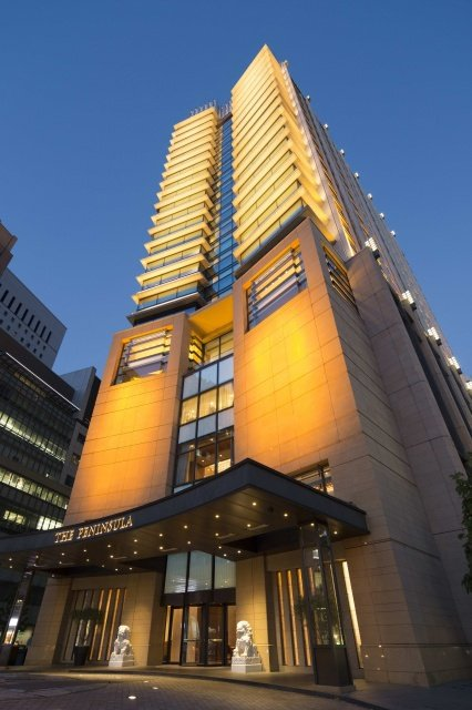 "PTK Night Exterior - ""Pink Party"" in Tokio mit dem Luxushotel Peninsula Tokyo"