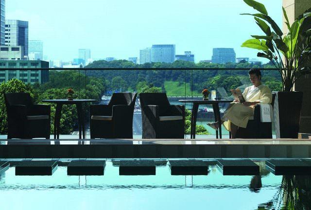 "PTK Pool Terrace 640x433 - ""Pink Party"" in Tokio mit dem Luxushotel Peninsula Tokyo"