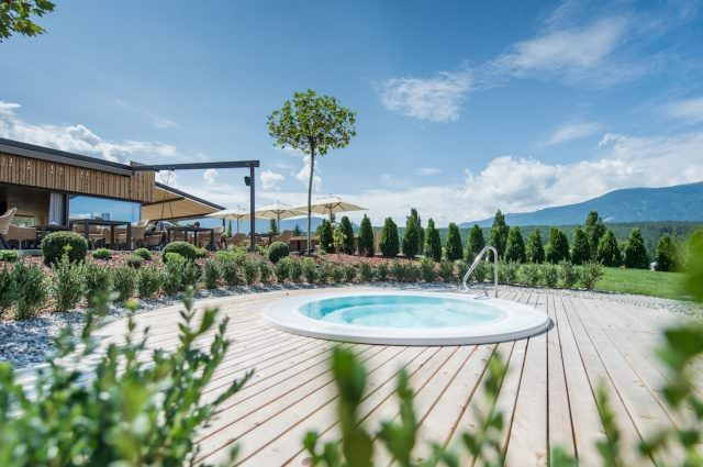 Wellness Winklerhotels sonnenhof pool 640x425 - Der Lanerhof - Wellness, Gourmet & Sport in Südtirol