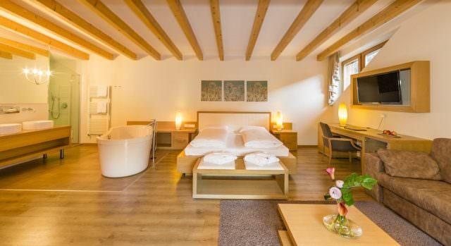 Winklerhotels Lanerhof Pustertal Suite 640x349 - Der Lanerhof - Wellness, Gourmet & Sport in Südtirol
