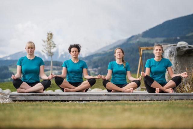 Yoga Winklerhotels Lanerhof Sonnenhof 640x426 - Der Lanerhof - Wellness, Gourmet & Sport in Südtirol