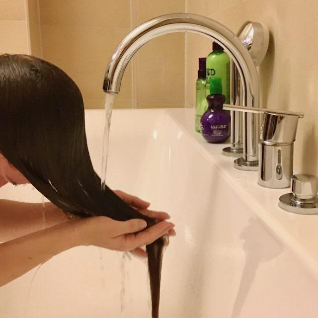 bed head hair care haare locken styling serie tipp feines haar glatt 012 640x640 - Sommer Styling für feines Haar - Bewegung mit Locken und Beachwaves
