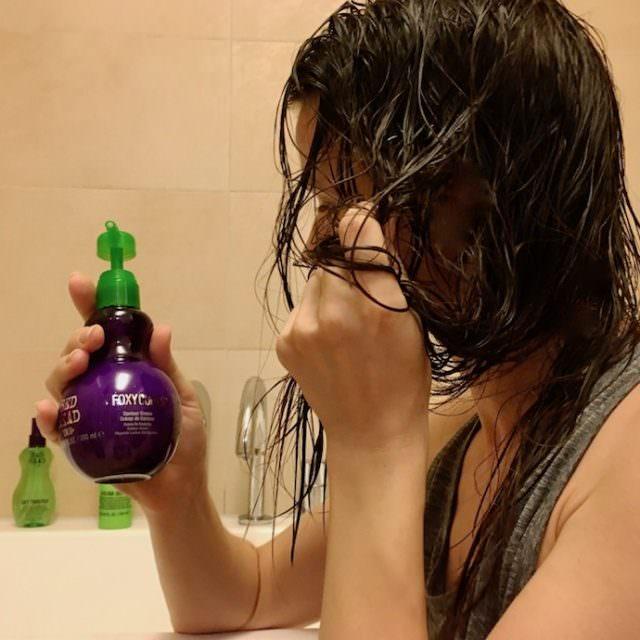 bed head hair care haare locken styling serie tipp feines haar glatt 013 640x640 - Sommer Styling für feines Haar - Bewegung mit Locken und Beachwaves