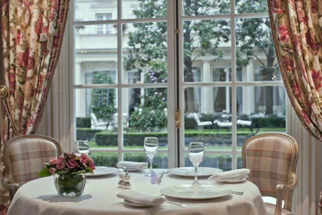 Epicure 0323 640x427 - Vier-Sterne-Küche in Paris – Luxus-Konditorei von Julien Alvarez
