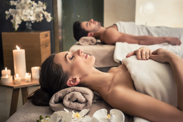 Massage  640x426 - ALPINSPA hautevolée – medizinische Luxus-Kosmetik