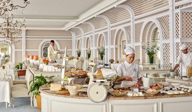 Restaurant Buffet daytime 5772 640x373 - Mondial des Arts Sucrés - Marie Simon vom Hôtel du Cap-Eden-Roc gewinnt