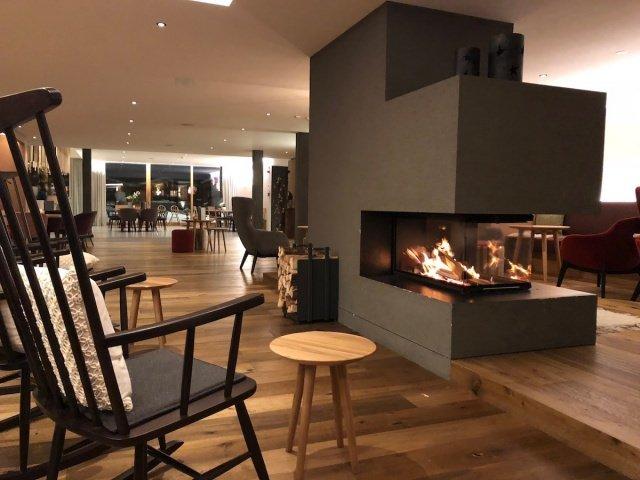 Feuerstein Family Resort Brenner kamin - Feuerstein Family Resort am Brenner in Südtirol - Entspannter Luxus