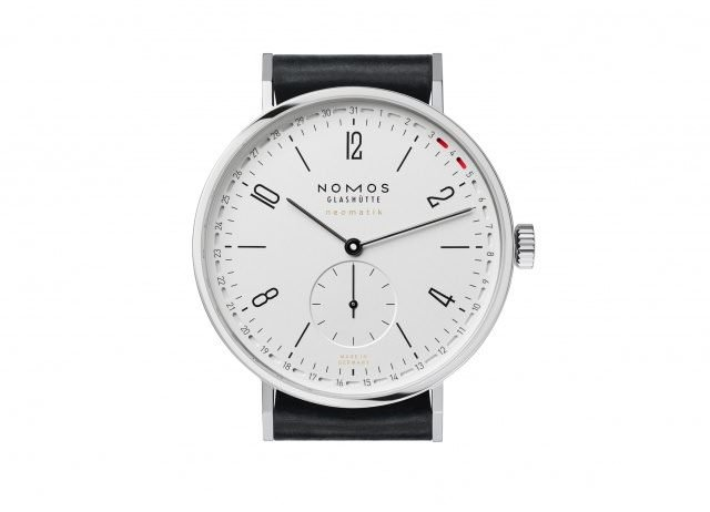 01 NOMOS Tangente neomatik 41 Update sachlich kurzes Band 640x462 - Luxus-Uhren: Update für neomatik-Designs