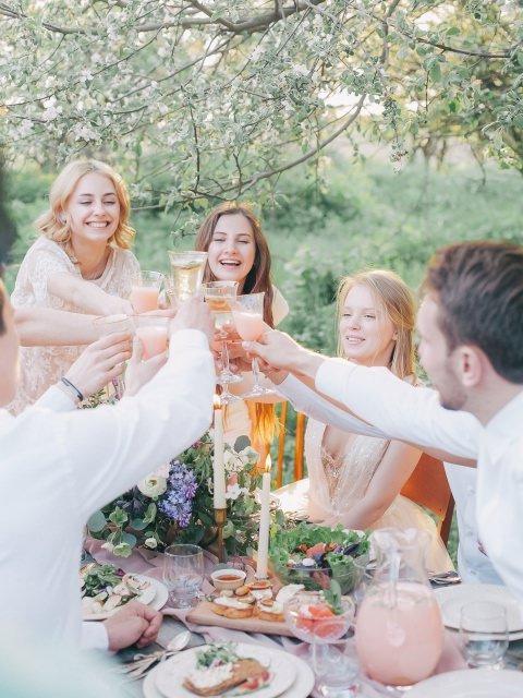 gartenpary schuetzenfest waldfest oktoberfest dirndl trachtenmode trends - Oktoberfest 2019: Neue Dirndl-Trends und fescher Trachtenschmuck
