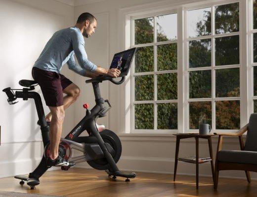 peloton spinning bike wohnzimmer 520x400 - One Peloton Bike - die Revolution des Heim-Fitnessmarkts?