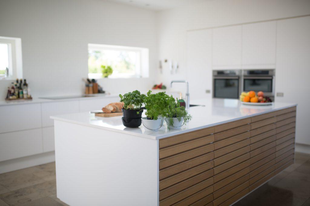 einbaukuechen arbeitsplatten material 1024x683 - Top 10 Ranking der Küchenhersteller für Luxusküchen aus Deutschland