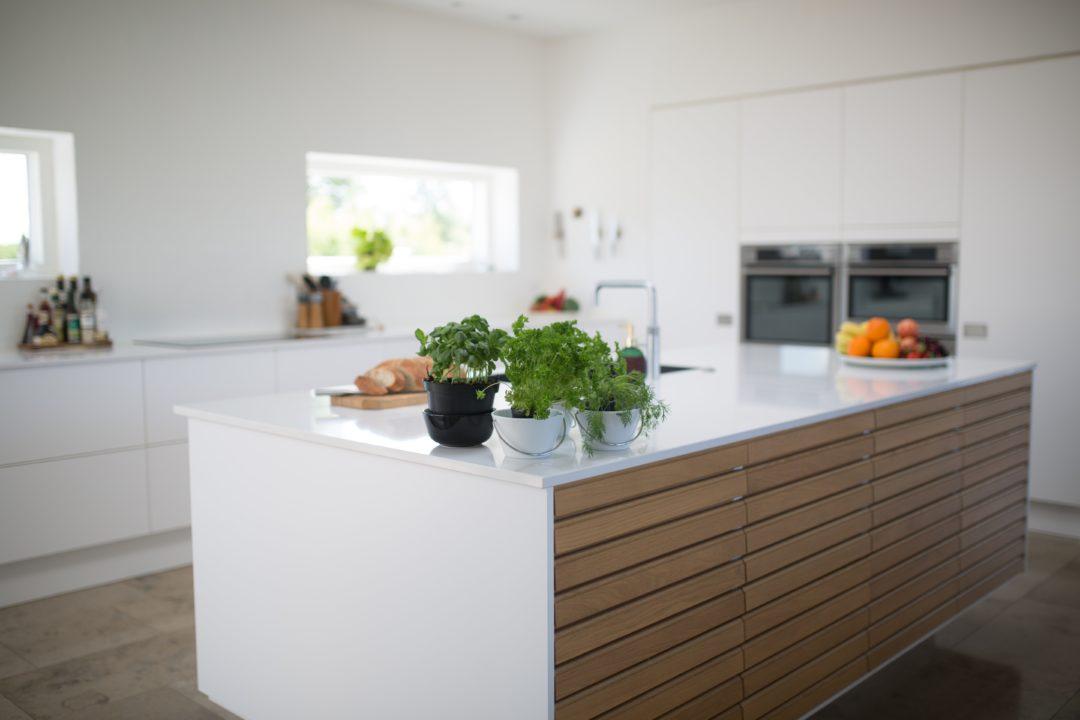 einbaukuechen arbeitsplatten material 1080x720 - Arbeitsplatten in der Küche - Wo sollten Sie und wo sollten Sie besser nicht sparen?