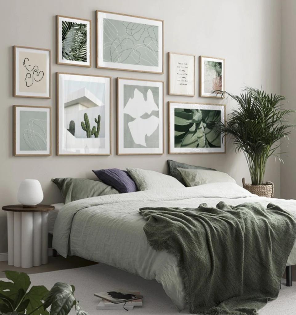bilderwand green ambiance schlafzimmer 961x1024 - Bilderwände gestalten für modernes Wohnflair