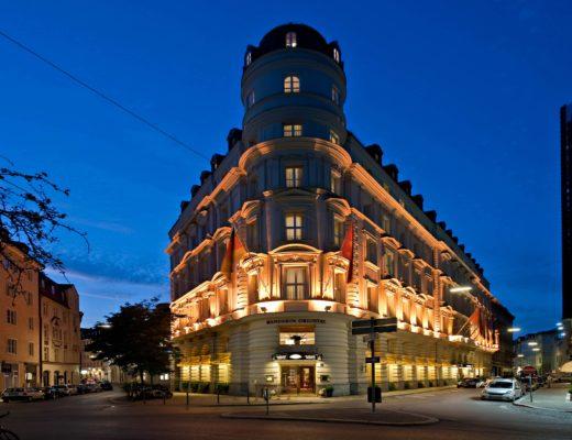 munich exterior night 2 520x400 - Mandarin Oriental München – neues Design & mehr Nachhaltigkeit