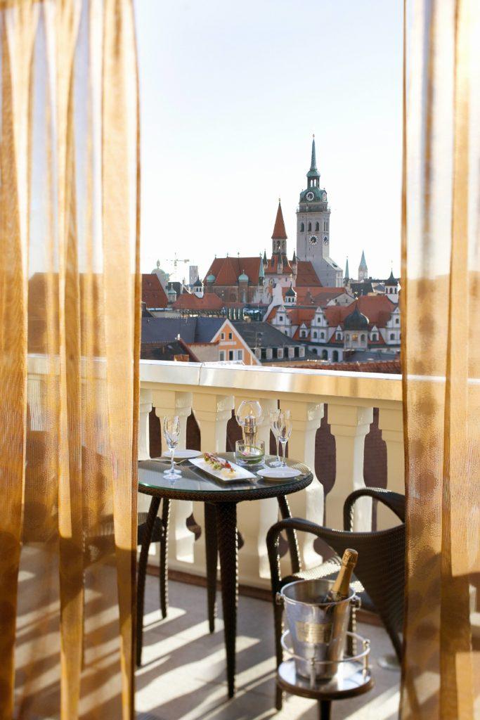 munich suite presidential suite balcony 1 683x1024 - Mandarin Oriental München – neues Design & mehr Nachhaltigkeit