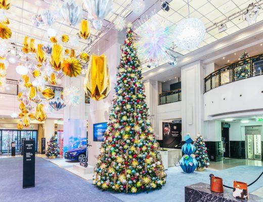 A Cosmic Christmas KaDeWe Atrium Foto©offenblende 1 520x400 - Galaktisch schöne Weihnachtszeit im KaDeWe, Alsterhaus & Oberpollinger