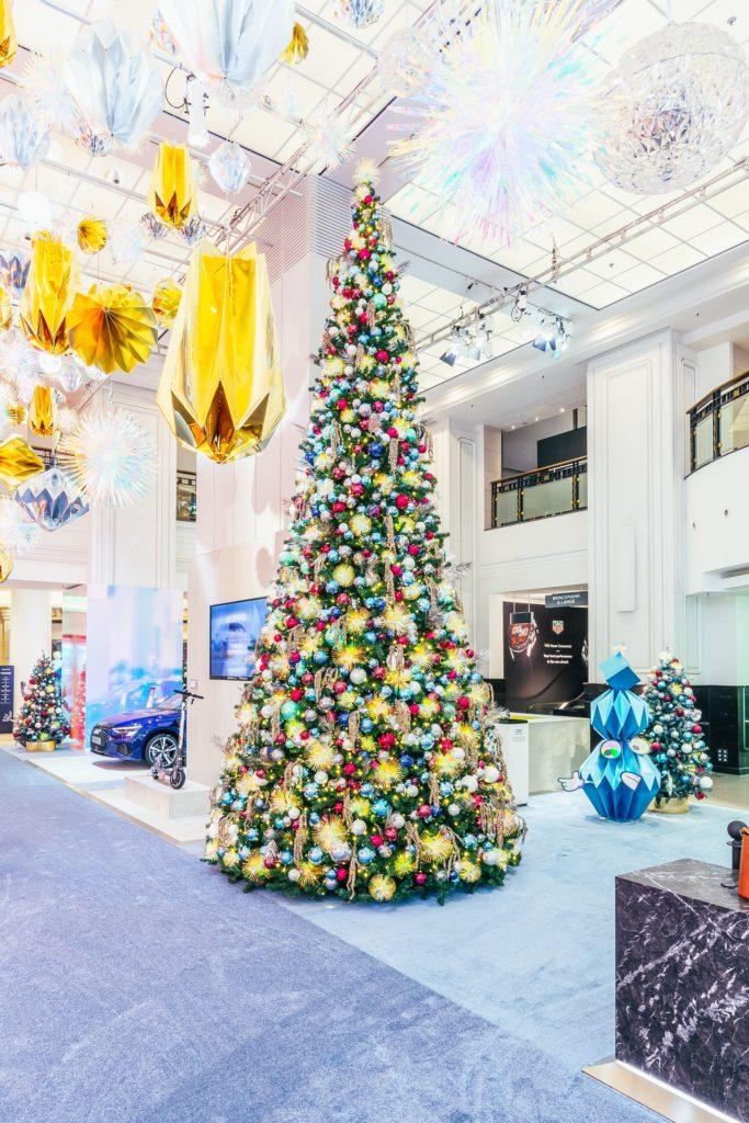 A Cosmic Christmas KaDeWe Atrium Foto©offenblende 3 683x1024 - Galaktisch schöne Weihnachtszeit im KaDeWe, Alsterhaus & Oberpollinger