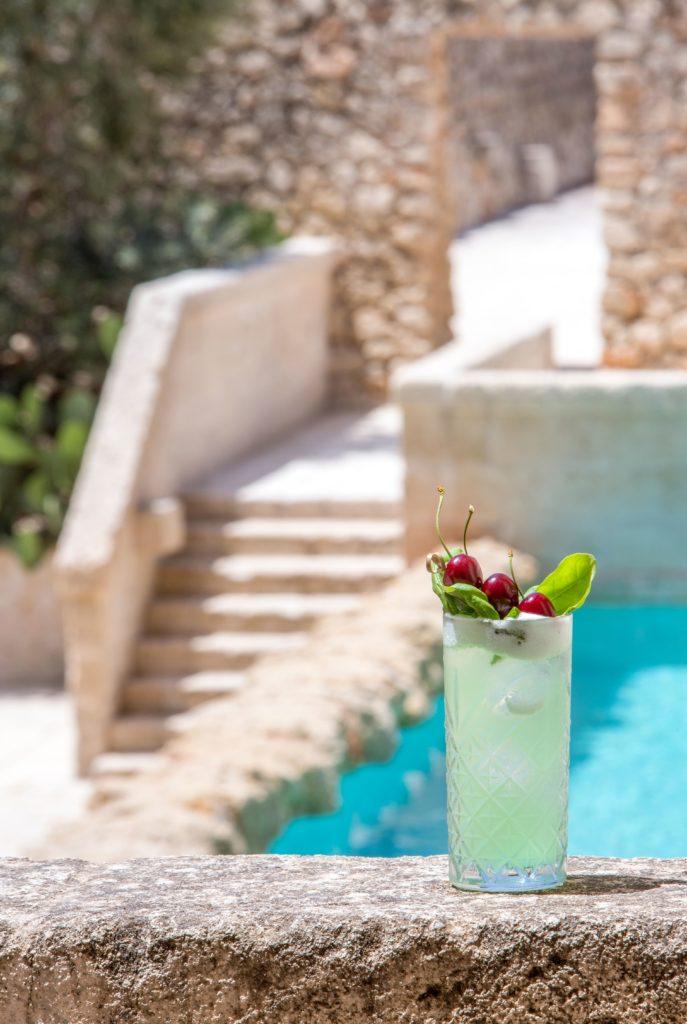 aurora 687x1024 - Die Lieblings-Cocktails der besten Luxushotels für zu Hause