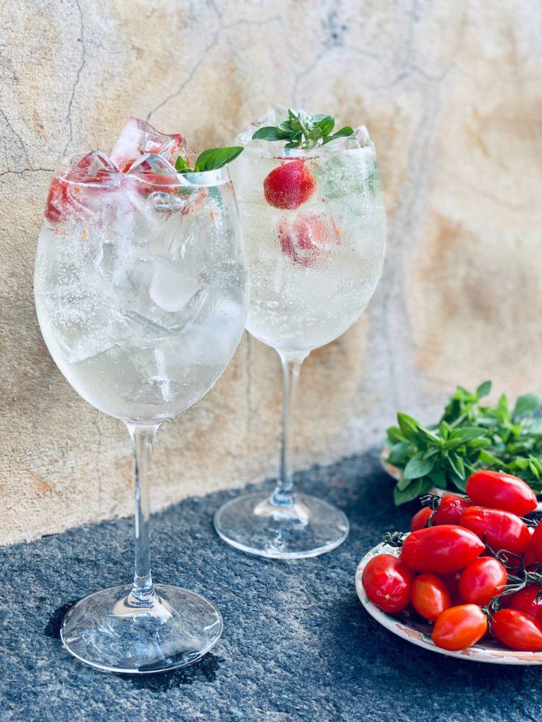 gin mediterran 768x1024 - Die Lieblings-Cocktails der besten Luxushotels für zu Hause