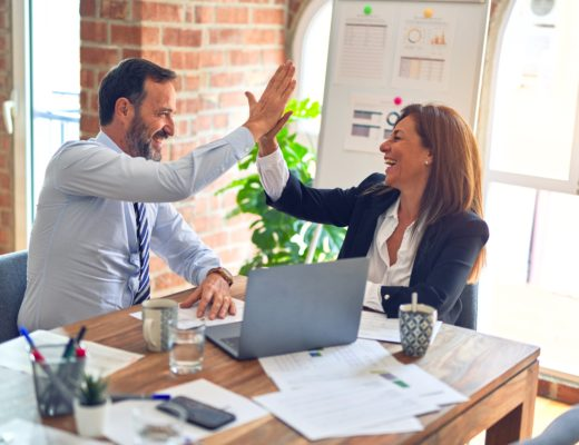 office outfit bueromode klassiker 520x400 - Businessmode – Haben Sie diese Essentials im Kleiderschrank?