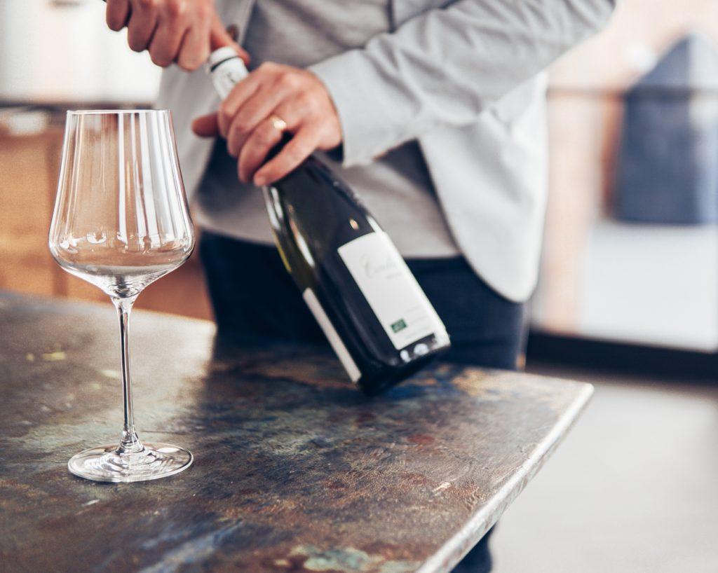 pexels elle hughes 3513203 1024x818 - Wein dekantieren: Welchen Wein muss man atmen lassen?
